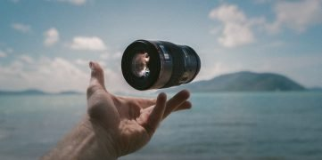 shallow focus photography of image stabilizer